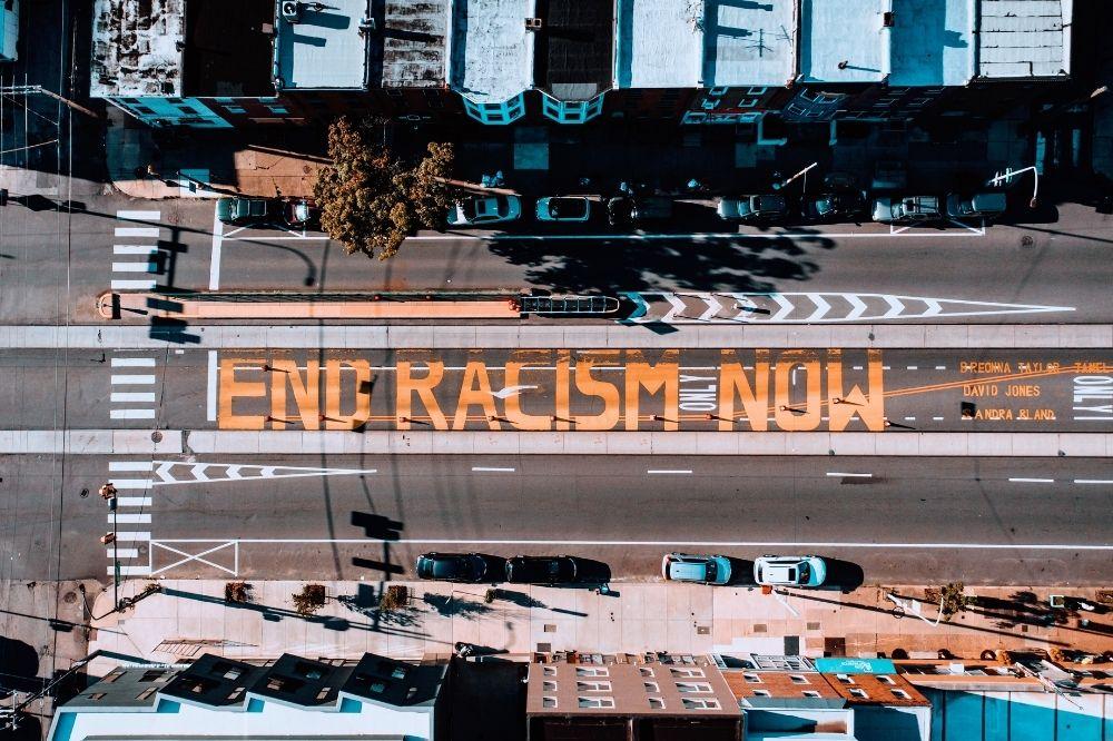 So engagierst Du Dich online gegen Rassismus